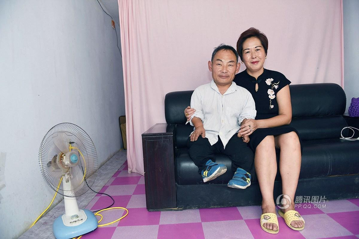 1 米 7 的她爱上 1 米的他 结婚 10 年相濡以沫