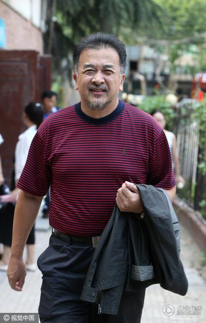 组图:56岁黄宏罕见露面 胡子拉碴满脸皱纹 - 海阔山遥 - .