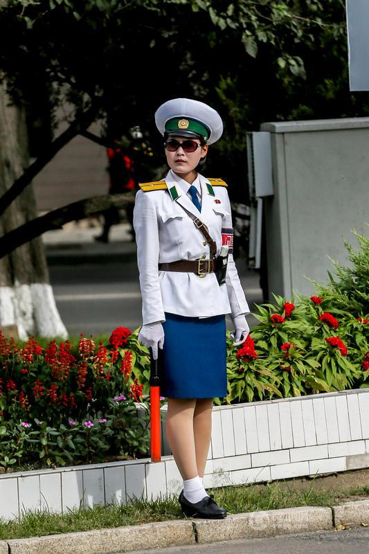 【图片新闻】朝鲜街头女交警英姿飒爽 成为一道靓丽风景线 - 耄耋顽童 - 耄耋顽童博客 欢迎光临指导