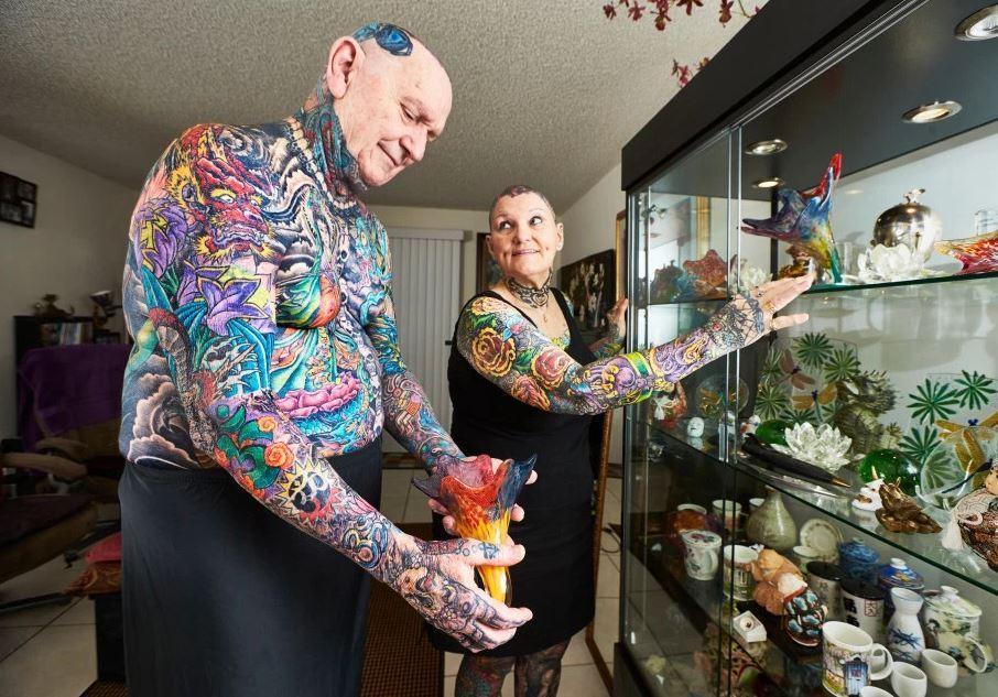 【图片新闻】老年夫妻全身覆盖彩色纹身 创吉尼斯世界纪录 - 耄耋顽童 - 耄耋顽童博客 欢迎光临指导