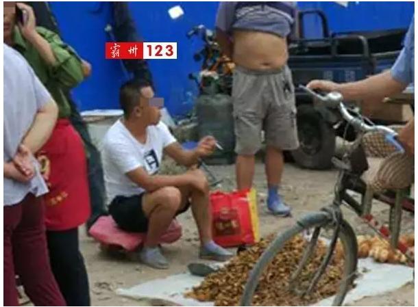 纹身男子挂甲庄强迫大娘交易:猴头菇25元一两