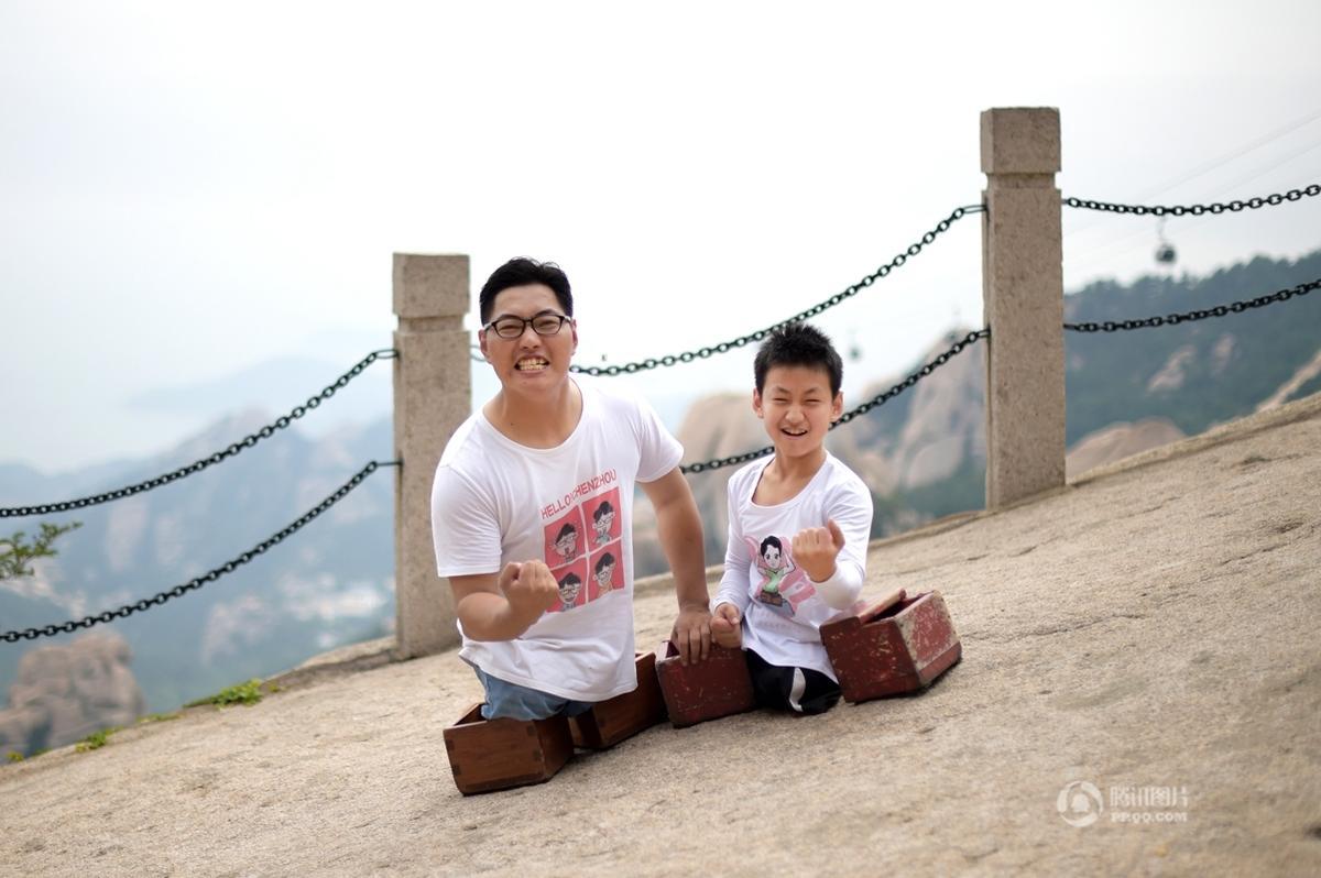 无腿少年与偶像用双手登山 近6小时登高900米 - 海阔山遥 - .