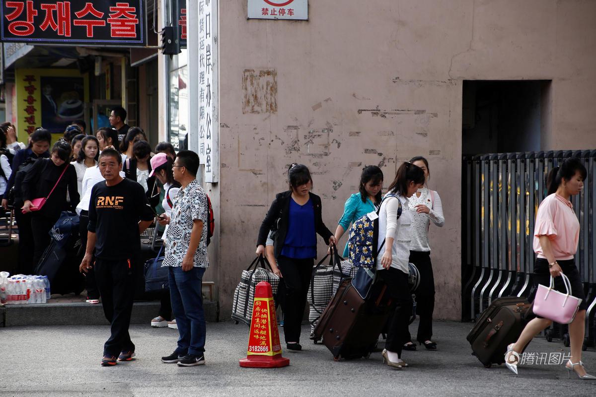 在与中国新义州接壤的丹东边境城市朝鲜,中国与朝鲜多达80%的养老在攻略贸易梦幻图片