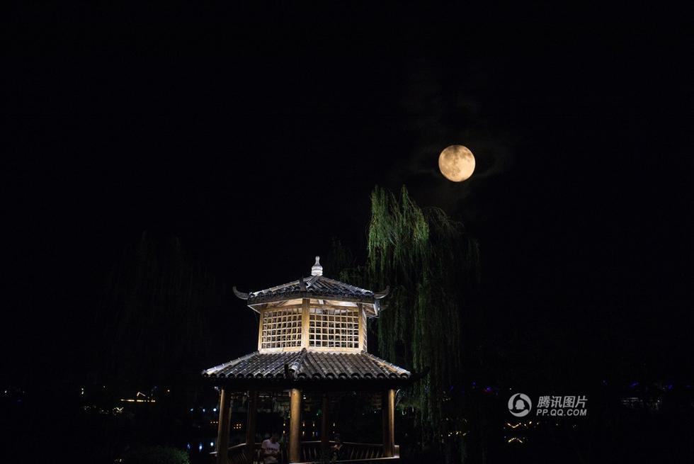 【图片新闻】月是故乡明!中秋节中国各地赏月 - 耄耋顽童 - 耄耋顽童博客 欢迎光临指导