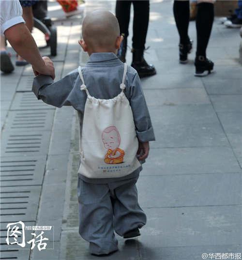 """【图片报道】成都现一大波""""小沙弥"""" 呆萌可爱惹人爱 - 耄耋顽童 - 耄耋顽童博客 欢迎光临指导"""