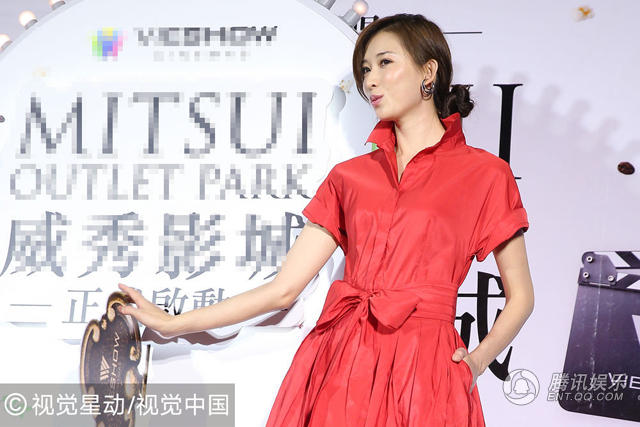 林志玲一身火红长裙出席活动 回应逼婚传闻