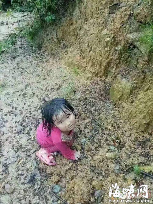 【图片新闻】福建2岁女孩家门口走失 5天后现6公里外山顶 - 耄耋顽童 - 耄耋顽童博客 欢迎光临指导