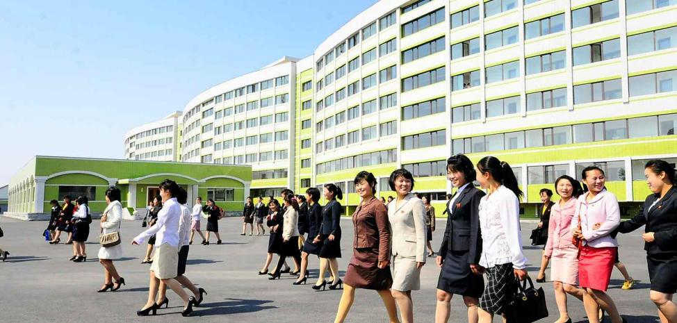 实拍朝鲜女工搬入新宿舍 连称住进了宫殿 - 海阔山遥 - .