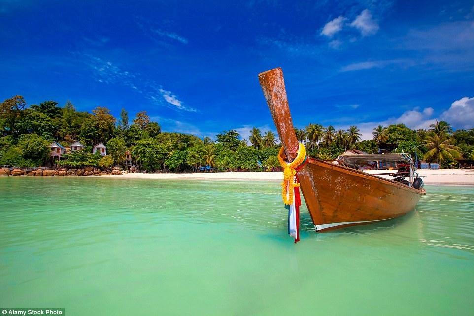 夫妇去泰国海岛度假 不料全是垃圾