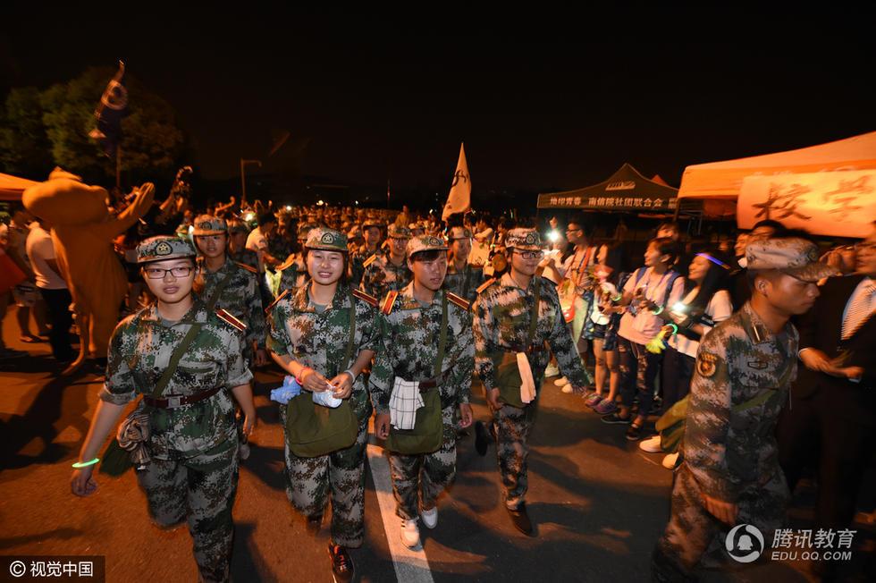 南京高校新生深夜徒步拉练21.5公里