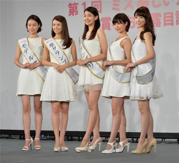 日本2女生夹人游戏_