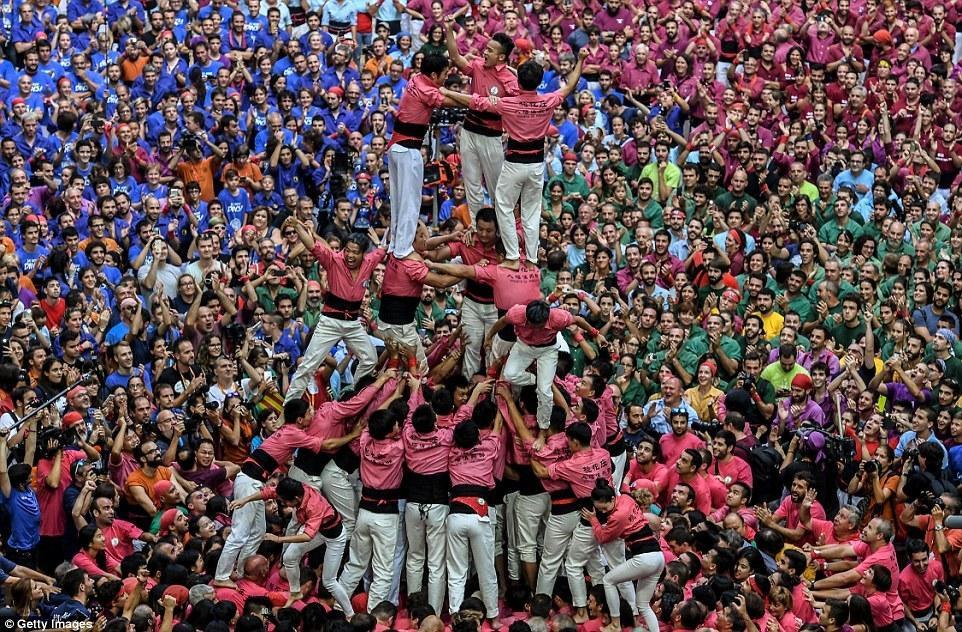 【图片新闻】西班牙叠人塔比赛场面壮观 中国队创纪录 - 耄耋顽童 - 耄耋顽童博客 欢迎光临指导