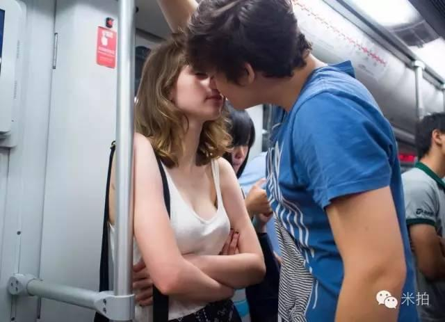 4年间他拍遍了在上海地铁上接吻的男男女女 - 海阔山遥 - .
