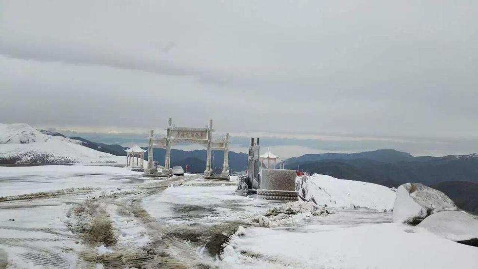 【图片新闻】五台山入秋的第一场雪 看看有多美! - 耄耋顽童 - 耄耋顽童博客 欢迎光临指导