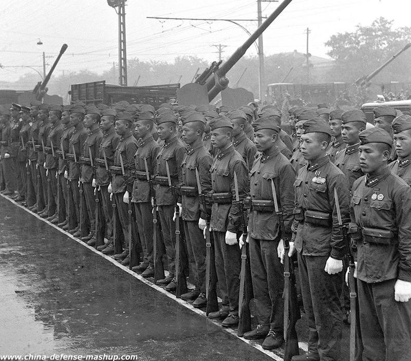 组图:1956年国庆阅兵 唯一一次雨中大阅兵 - 海阔山遥 - .