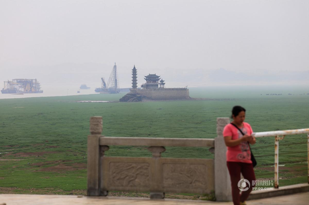 """鄱阳湖提前两月进入枯水期 千年石岛落星墩""""水落石出"""" - 海阔山遥 - ."""