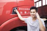 90后研究生开卡车谋生 为见女友穿越大半个中国