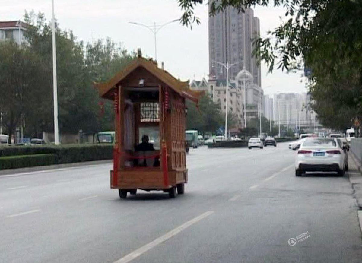 """瓜农花10万造宫殿式""""房车"""" 自称曾维修故宫 - 海阔山遥 - ."""