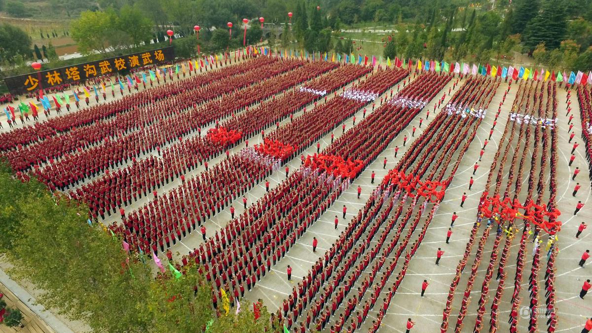 少林武术节预演 近三万名弟子秀绝技 (高清组图)