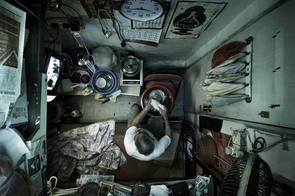 直击香港人寸土寸金的生活:厨房厕所合二为一 - 海阔山遥 - .
