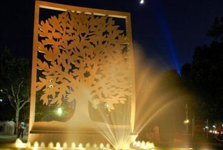 编辑部   (图1) 上海的夜公园已达89座,作为夜公园重要组成部分的灯光