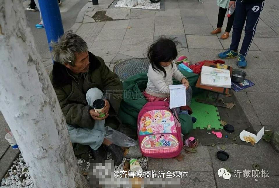 六岁女孩路边裹棉被写作业 场景令人心酸 - 海阔山遥 - .