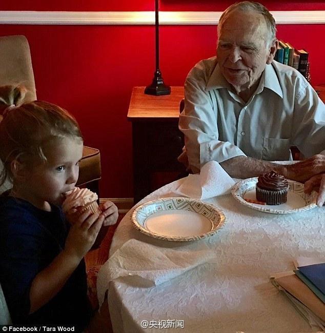 【图片新闻】暖心!4岁女孩与82岁老人的忘年之交 - 耄耋顽童 - 耄耋顽童博客 欢迎光临指导