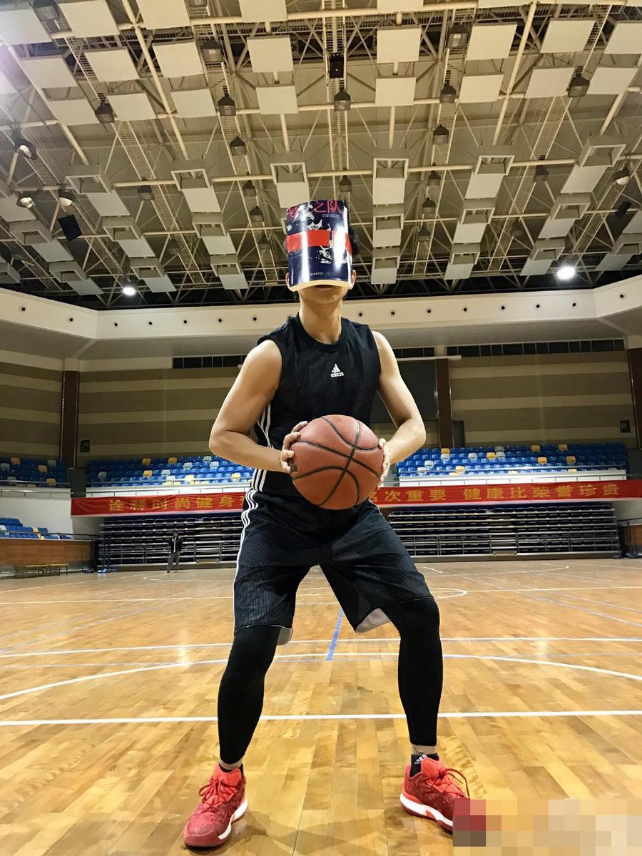高清:厉害了我的哥!邓超变身无脸篮球boy
