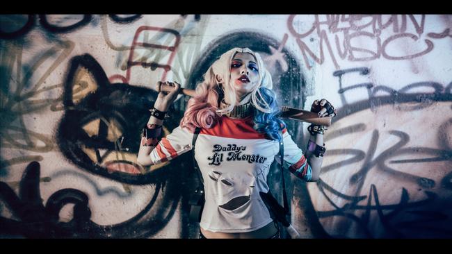 《自杀小队》小丑女哈莉·奎茵