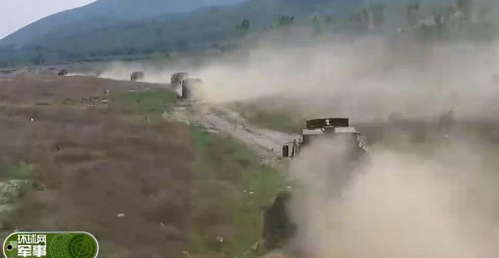 组图:国产轻型装甲车性能彪悍展示 - 海阔山遥 - .