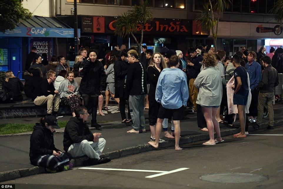 新西兰强震引发海啸 居民深夜街头避难 - 海阔山遥 - .