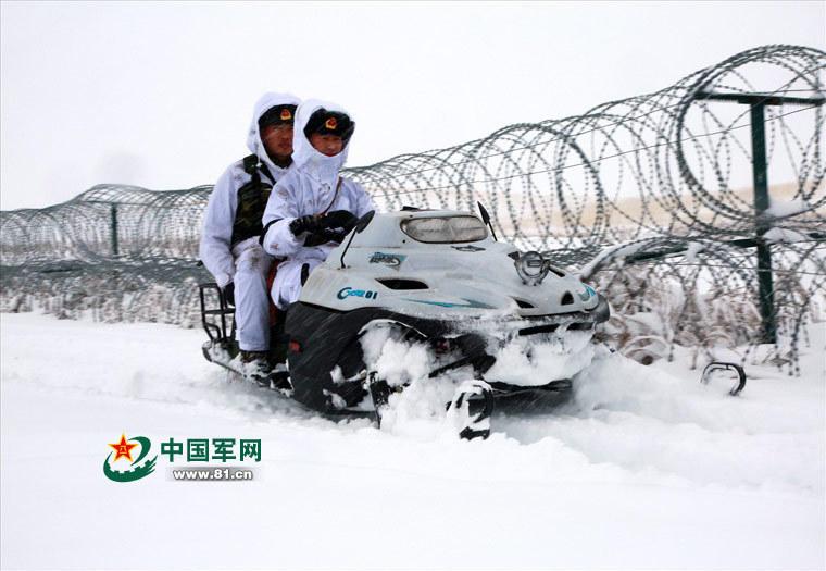 新疆北部降暴雪 子弟兵顶风踏雪巡逻守安宁2016.11.15 - fpdlgswmx - fpdlgswmx的博客