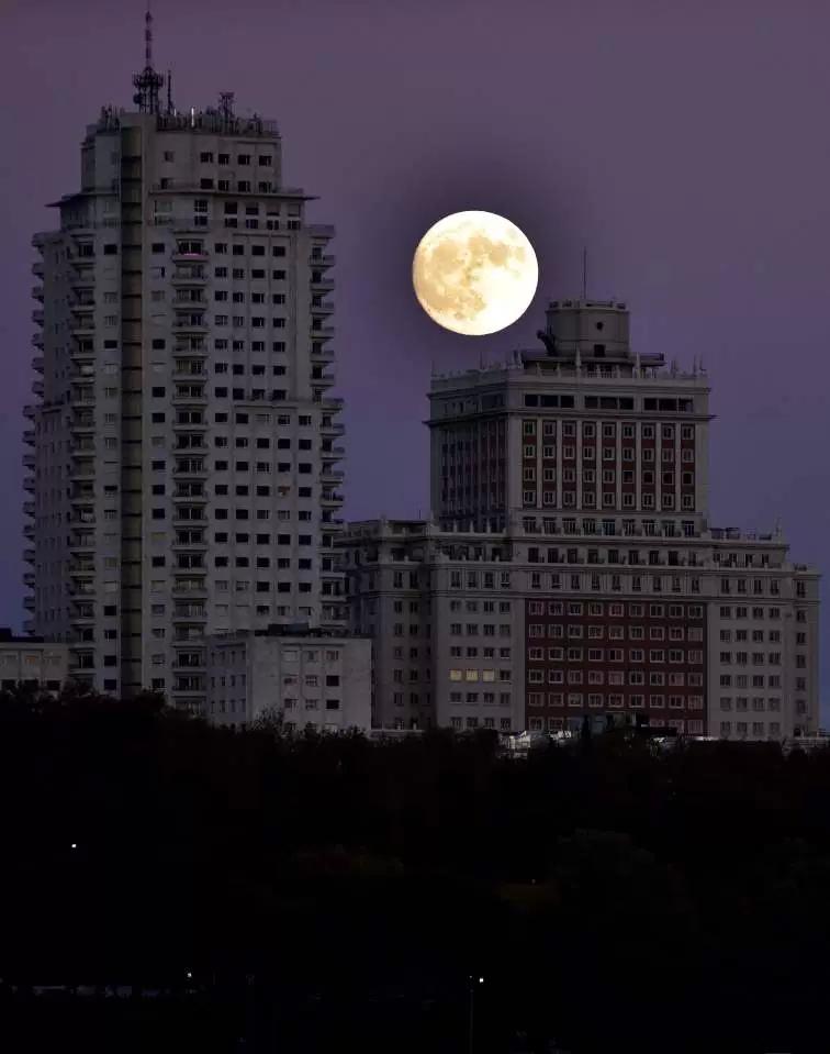 """【图片新闻】全球期待""""超级月亮""""现身 先来一睹为快 - 耄耋顽童 - 耄耋顽童博客 欢迎光临指导"""