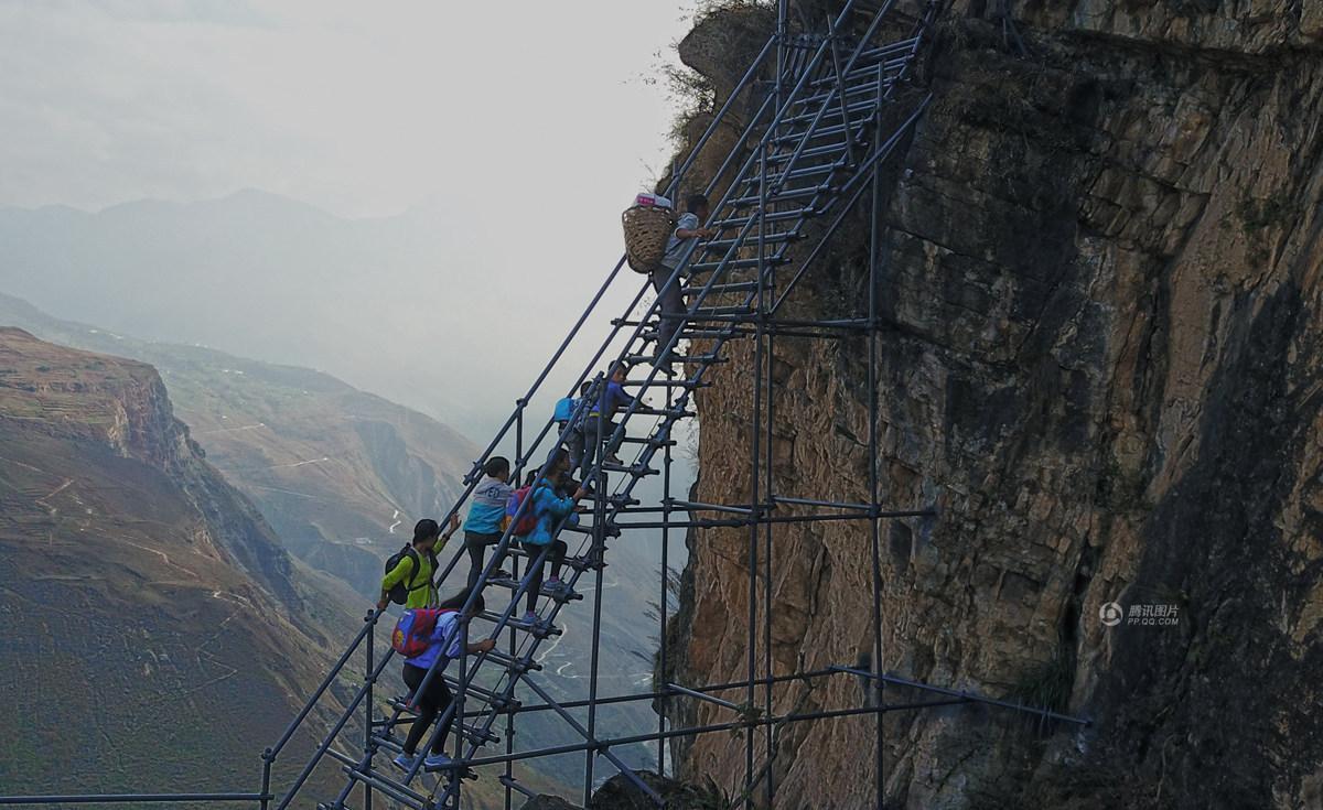 四川悬崖村新天梯修好了 孩子们平安回家 - 海阔山遥 - .