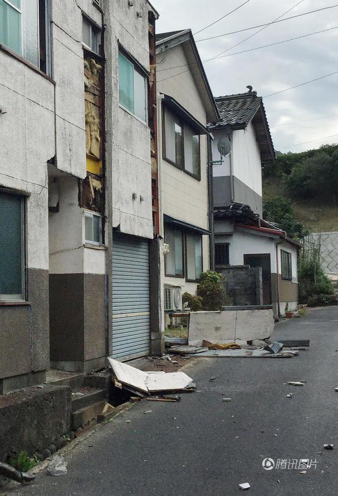 日本近海发生7.2级地震 疏散车队有序撤离 - 海阔山遥 - .