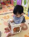 林志颖儿子在看书