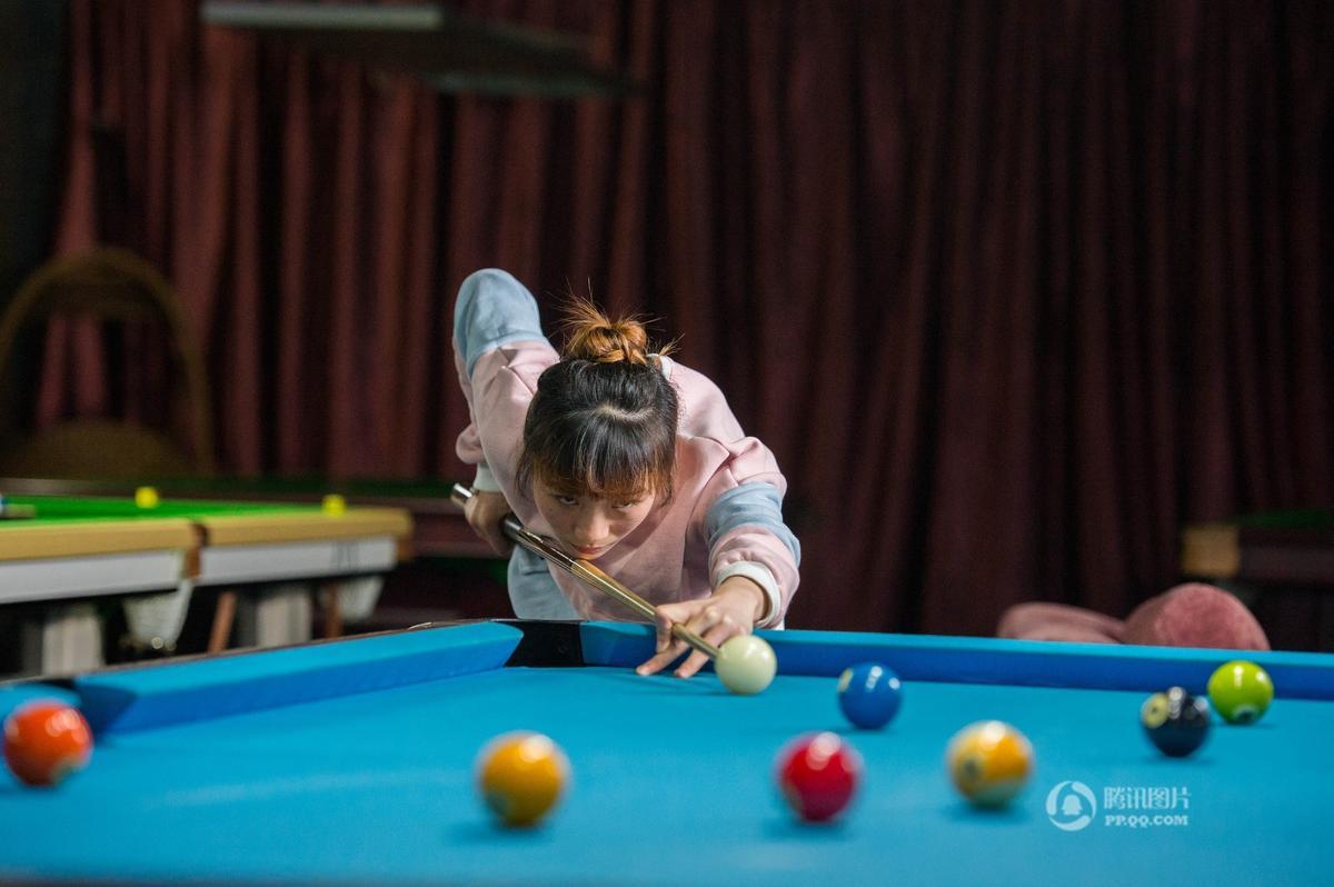 四川父亲复制丁俊晖模式 女儿辍学练台球夺冠2016.12.2 - fpdlgswmx - fpdlgswmx的博客