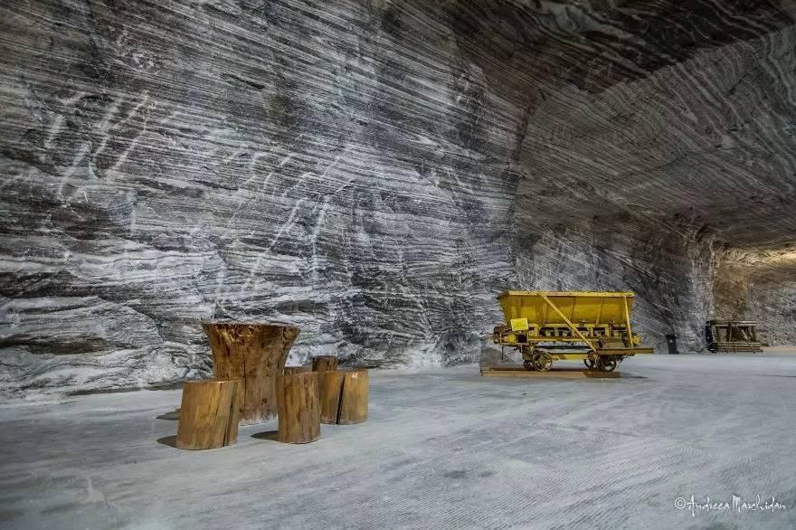 这个小镇在山洞里 住了三千多居民 最怕停电 - 海阔山遥 - .