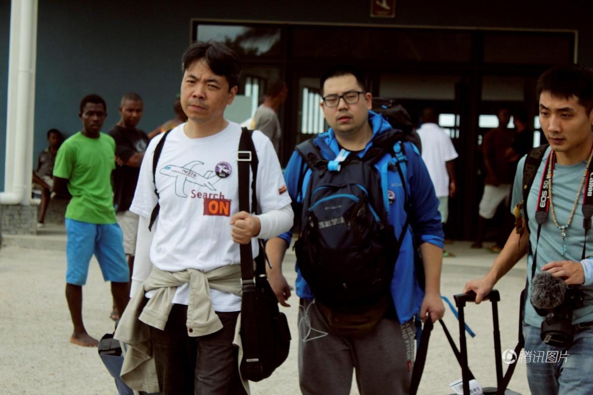 MH370乘客家属在东非发现疑似飞机残骸 (组图)