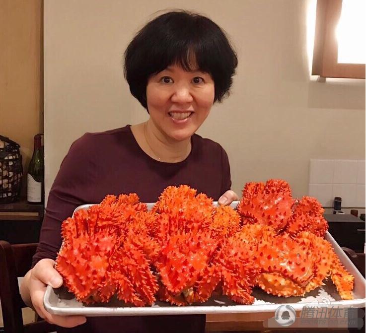 郎平在洛杉矶与家人享受圣诞大餐 美食太诱人(图)