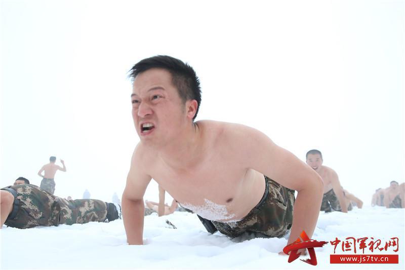 驻疆武警雪地裸身战严寒2016.12.28 - fpdlgswmx - fpdlgswmx的博客