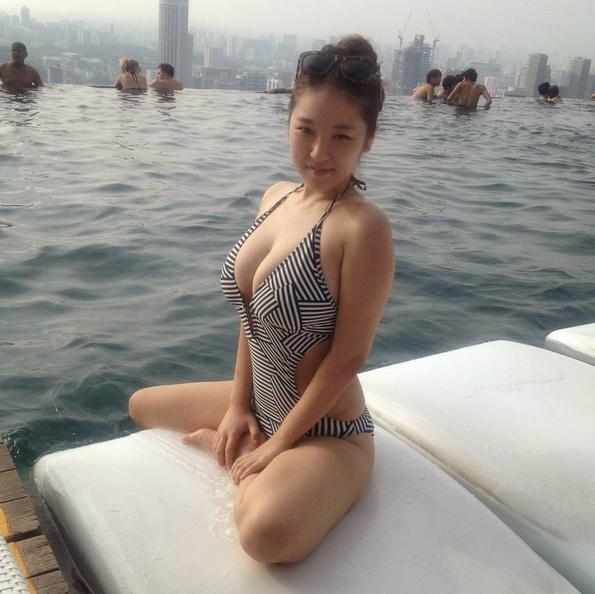 seulmin泳装出镜也很性感。