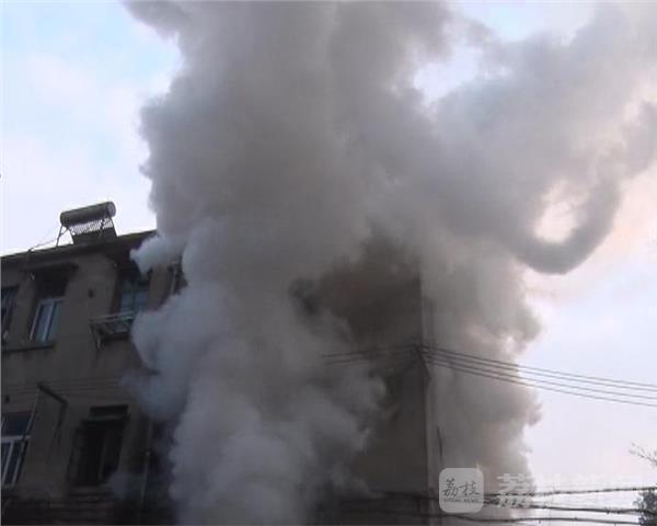 南京一村民家中失火 房主女儿拍照取证延误扑救