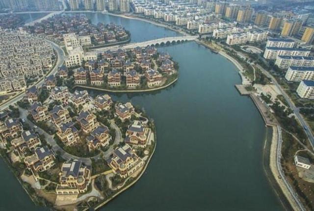 组图:中国威尼斯 全村住别墅建有320亩湖面 - 海阔山遥 - .