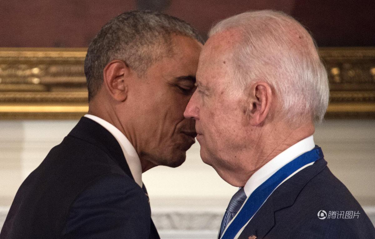 奥巴马突然给拜登授勋 老人感动落泪 - 海阔山遥 - .