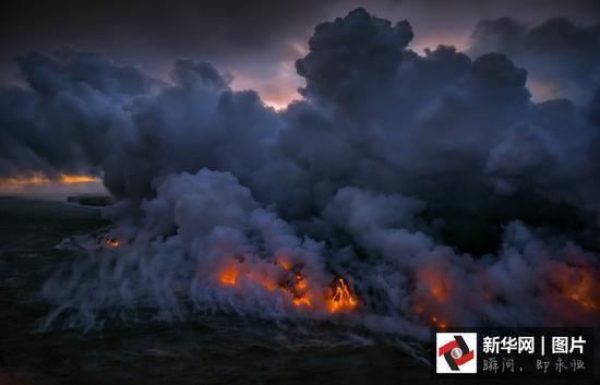 摄影师拍基拉韦厄火山岩浆流入海震撼画面 - 海阔山遥 - .
