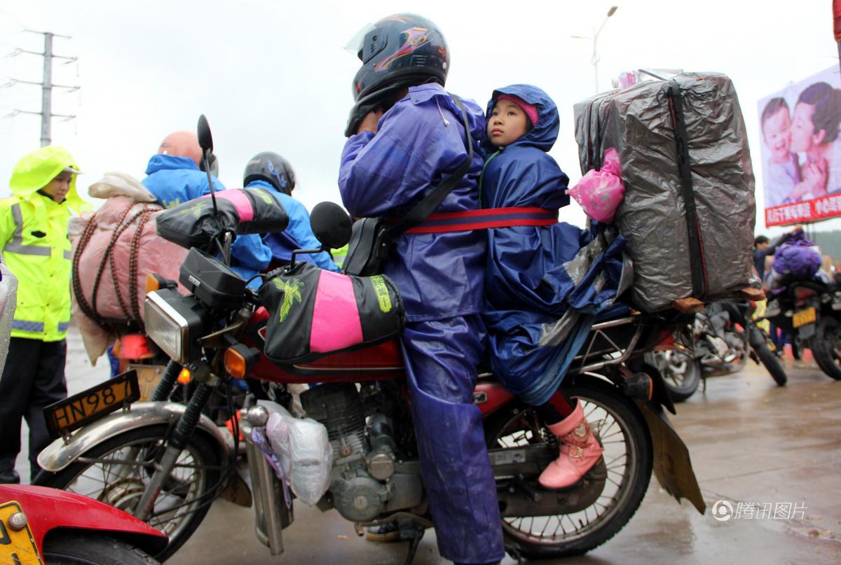 铁骑大军 爸爸这样把孩子绑身上骑百里路 - 海阔山遥 - .