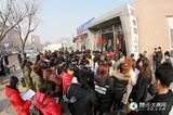 春节刚过,人力市场门前成这样了