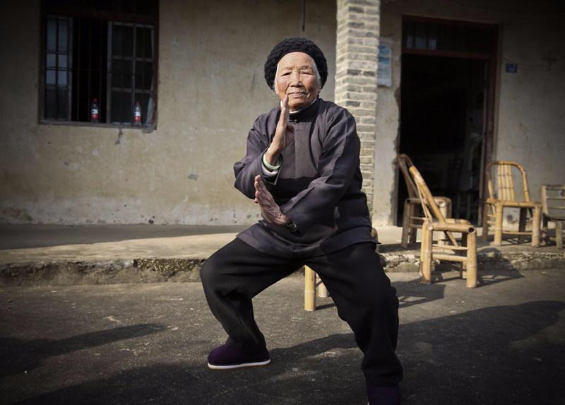 """宁波有个94岁的""""功夫奶奶"""":习武90年曾单挑恶霸 - 海阔山遥 - ."""