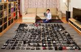 中国人的一天:小伙收藏相机几百台 拍壮观全家福